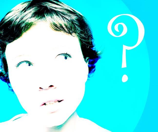 Donna pensierosa che si fa domande