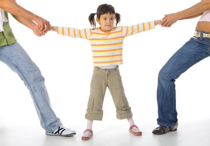 Bambina contesa dai due genitori