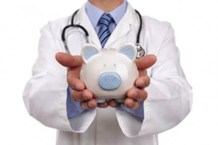 dottore con salvadanaio