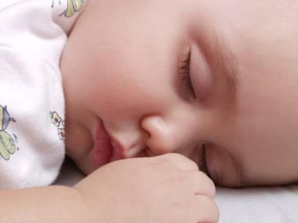 Bambino dorme sereno