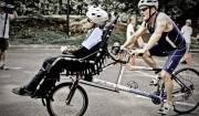 Team Hoyt che gareggia in bici