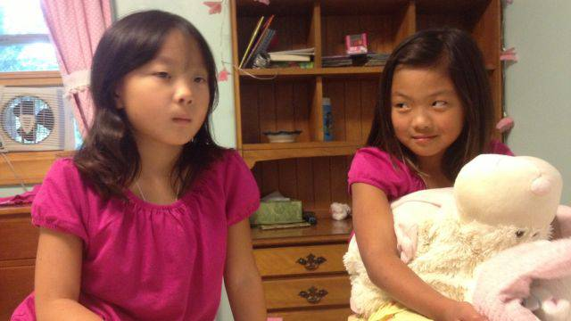 Anna e Ella, sorelle gemelle che si sono ritrovate