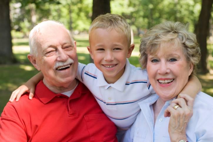 4 motivi per cui il legame nonni e nipoti è diverso da quello coi figli