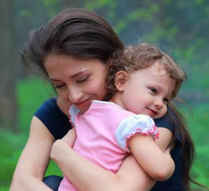 contatto mamma figlia
