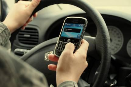 messaggiare alla guida