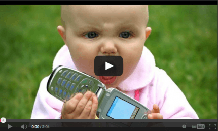 video con bambino e cellulare