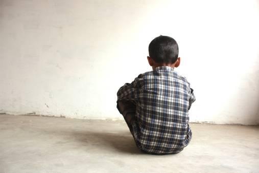 bambino abusato