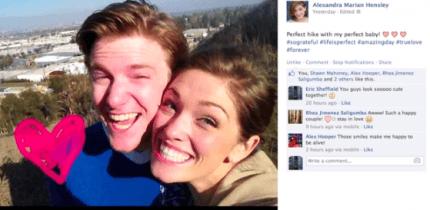 foto di coppia sorridente su social network