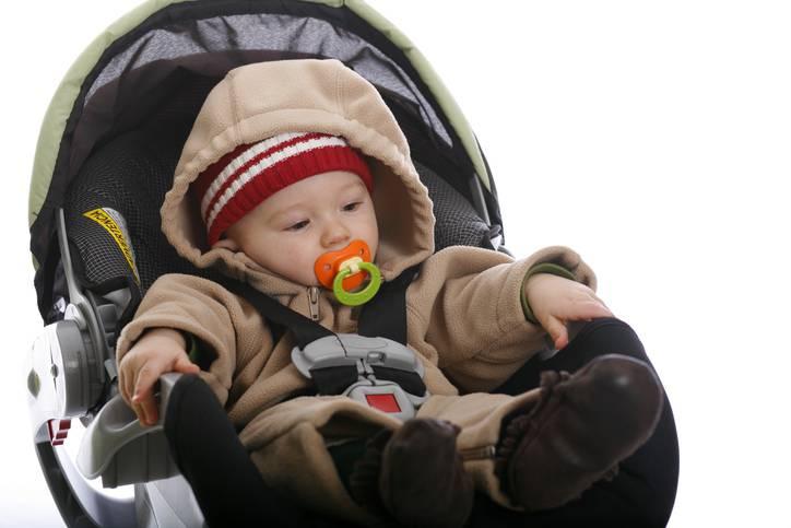 Seggiolino auto e giacchetto imbottito, insieme può essere pericoloso
