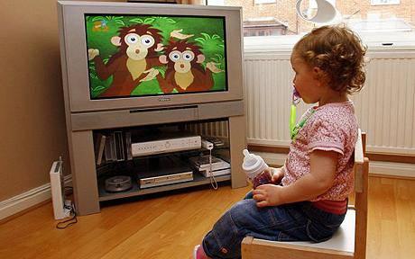 Bambini all'asilo: maggiori difficoltà per via della troppa televisione vista da piccoli