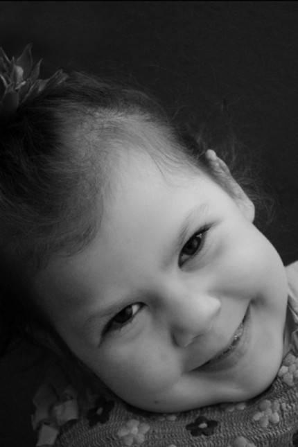 emily bimba sorride