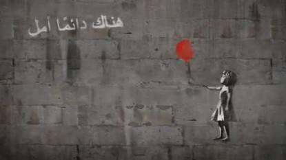 ragazza col palloncino rosso