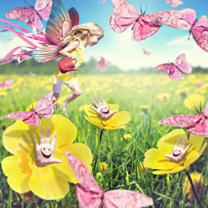 bimba farfalla tra i fiori