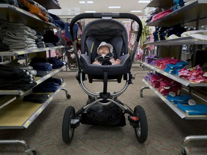 neonata in un negozio