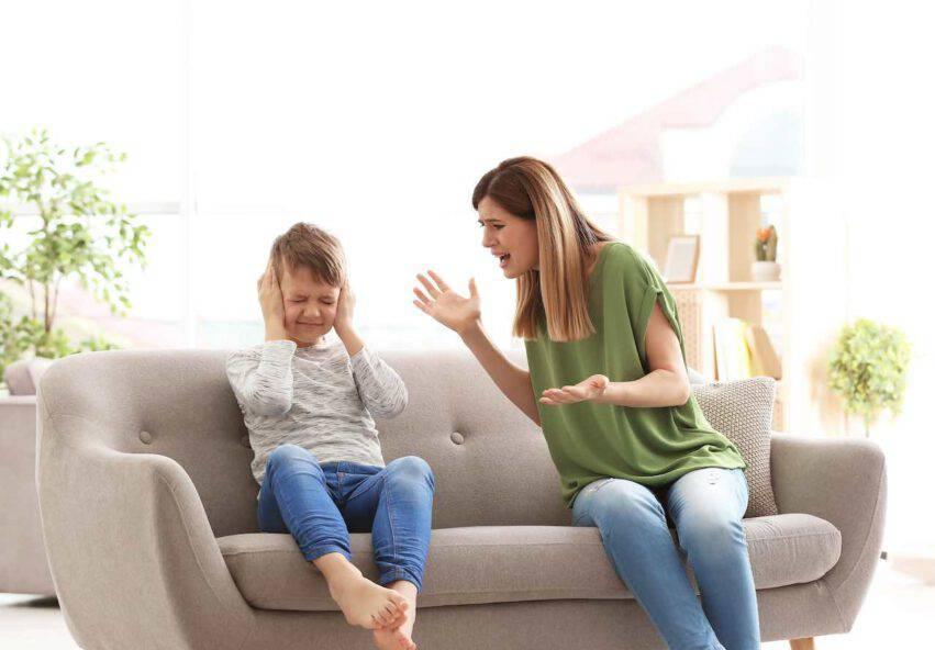 figlio non ascolta mamma