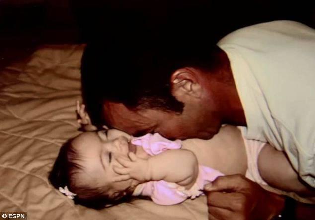 padre e figlia giocano