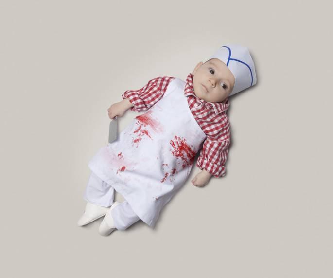 neonato vestito da macellaio