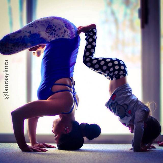 mom-and-daughter-yoga-laura-kasperzak-10