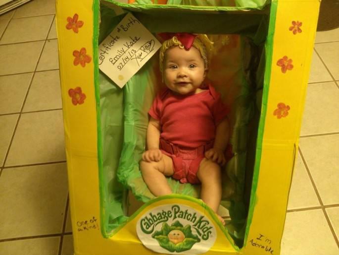 bimba vestita come bambola