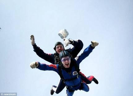 stephen sutton con paracadute