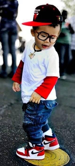 bimbo vestito alla moda