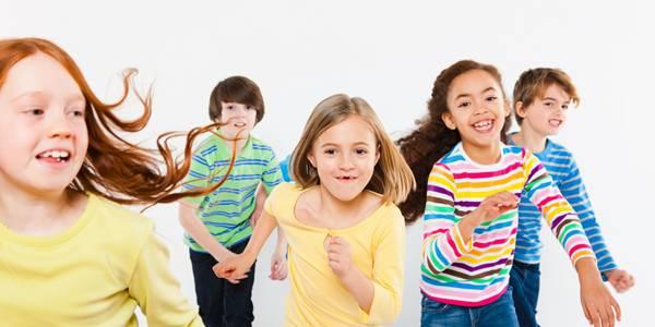 bambini felici insieme