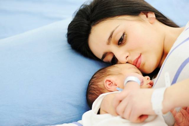 L'odore dei figli è inconfondibile per una madre. Una ricerca spiega perché