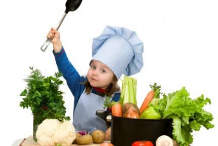 bimbo in cucina