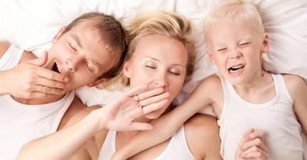 famiglia a letto