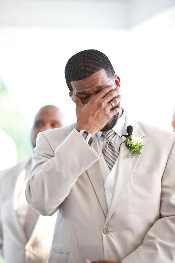 sposo piange