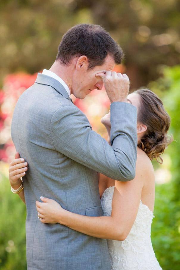 sposo con lacrime