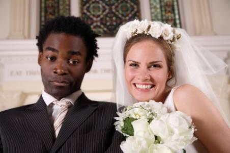 """Mi vuoi sposare""""? Si ma chi paga? Costi e numeri del matrimonio in"""