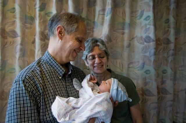 Il primo incontro con i nonni di un bambino appena nato