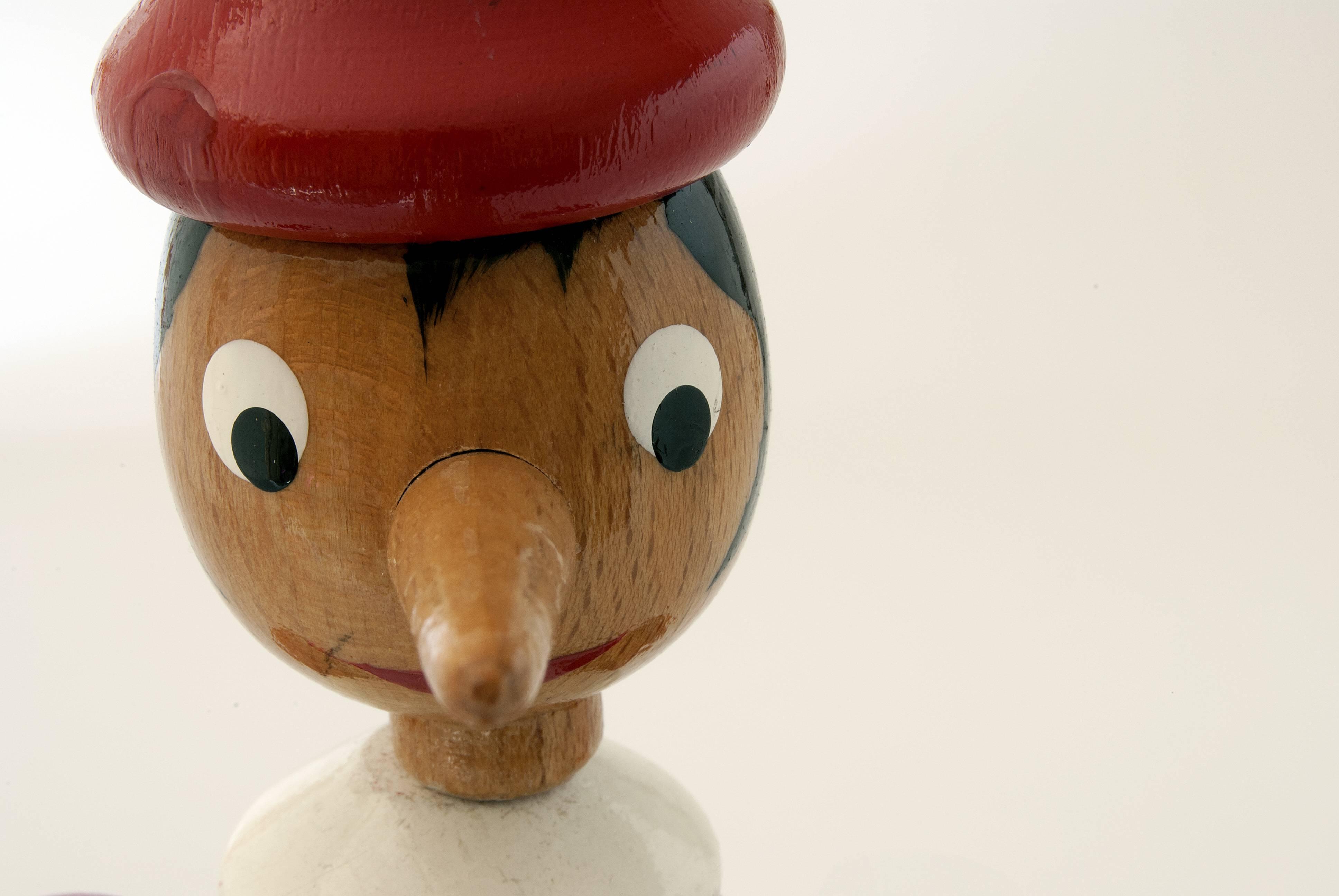 """Genitori, smettere di leggere """"Pinocchio"""" ai bambini: ecco perché"""