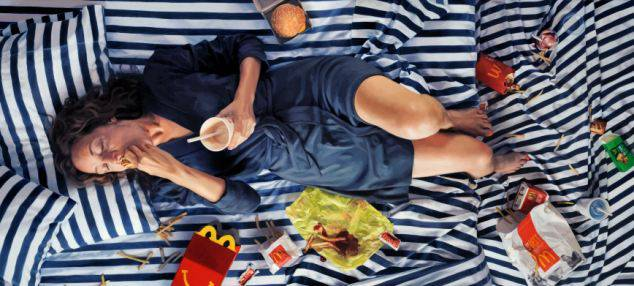 donna mangia schifezze