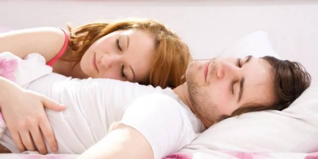 Un matrimonio felice? Dipende dal tempo trascorso dormendo insieme!