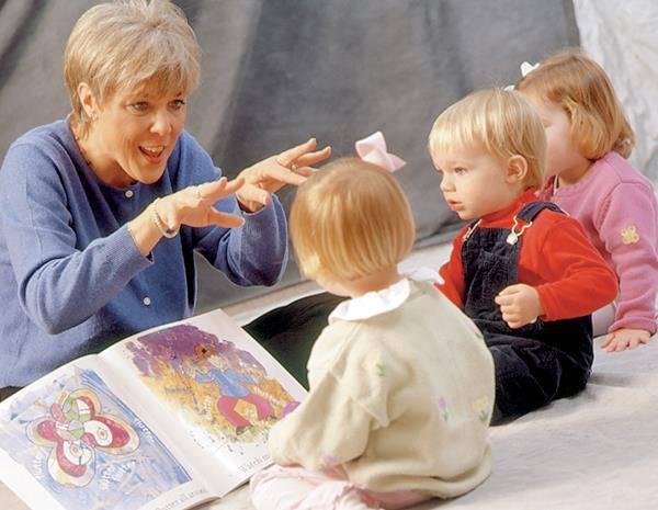 Maestra trova un metodo efficace per avvicinare i bimbi alla lettura