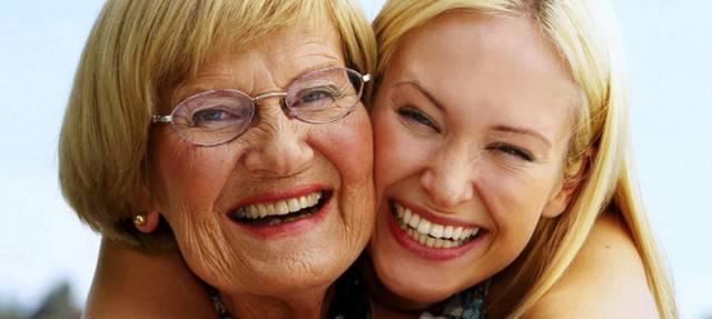 Gli abbracci rallentano l'invecchiamento, è la scienza a dirlo!