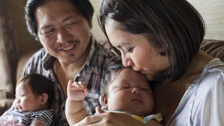 Mamma dà alla luce due gemelli subito dopo un'operazione al cervello
