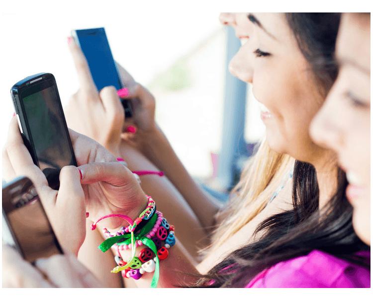 ragazzi e smartphone