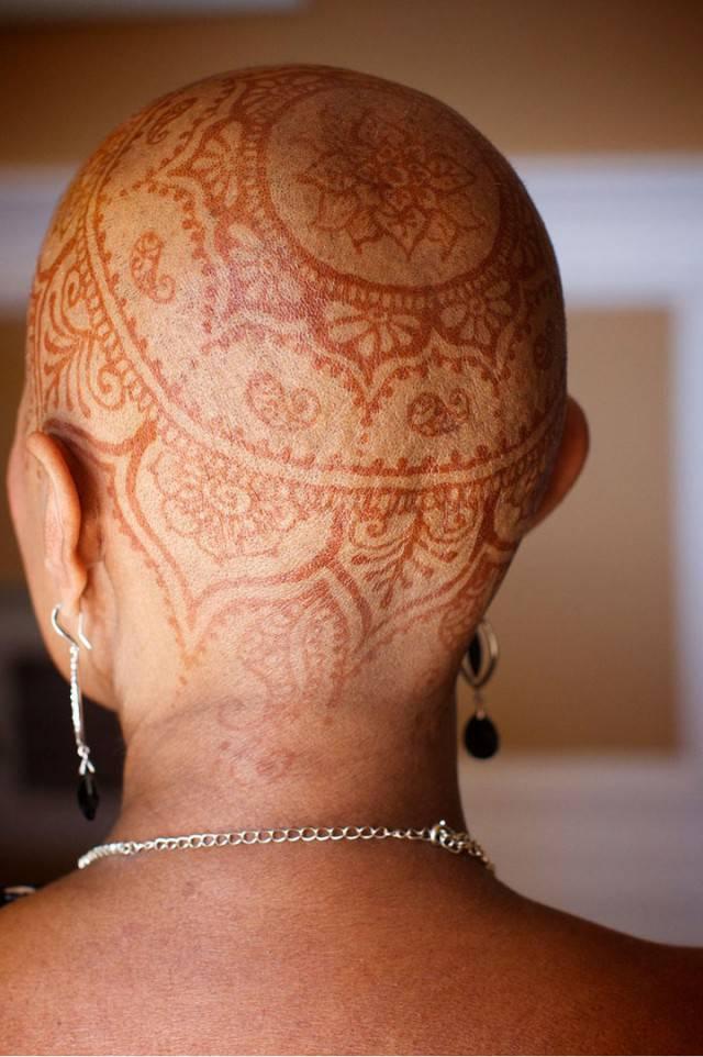 tatuaggio in testa donna