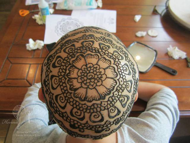 testa tatuata