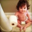 """Alle mamme è """"vietato"""" andare in bagno…da sole! – (FOTO)"""