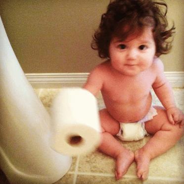 bimba in bagno