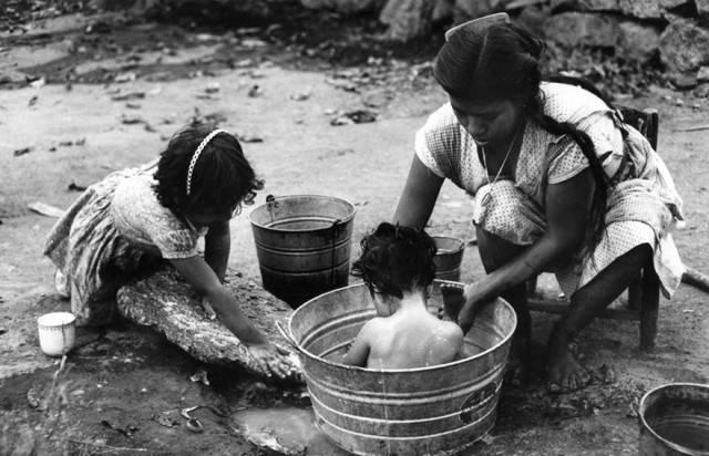signora lava bambini
