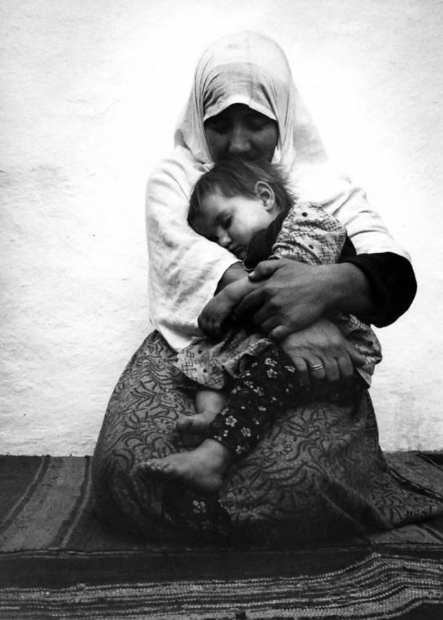 mamma abbraccia figlio tuchia