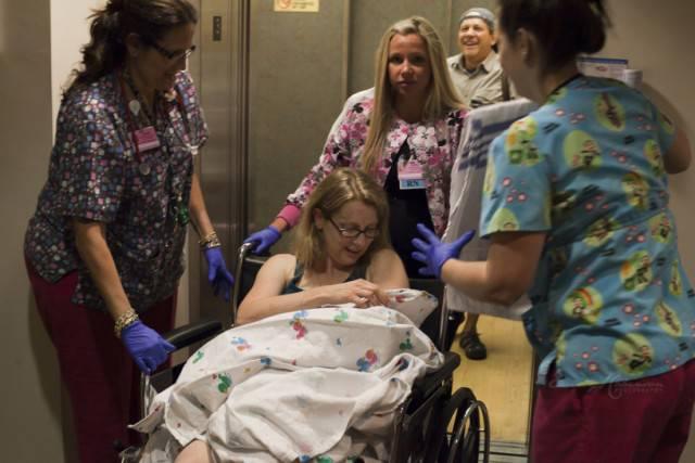 donna con figlia in ospedale