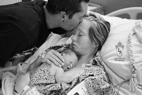 mamma e papà con bimba