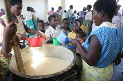 Mamme africane in cucina