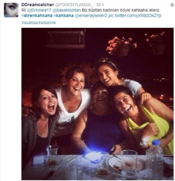 gruppo donne ridono